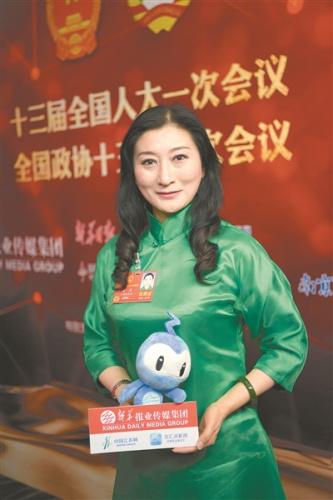 陈 澄 全国人大代表、江苏省淮剧团演员、省戏剧家协会副主席