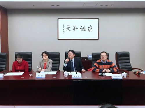 北京华文学院副院长张德瑞致辞。