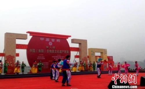 图为来自河北省的非遗项目昌黎地秧歌。 刘鹏 摄