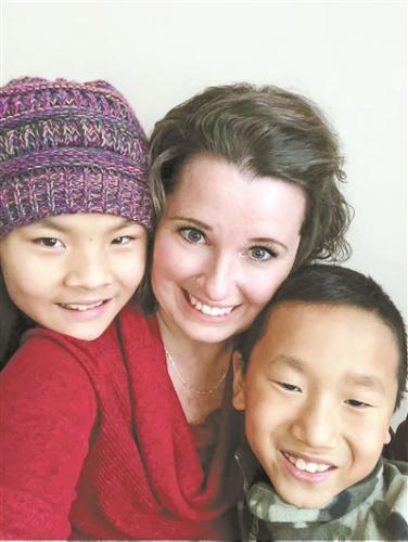 Cheri和她收养的中国孩子