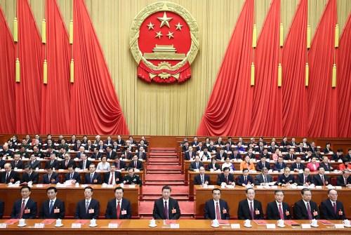 3月20日,第十三届全国人民代表大会第一次会议在北京人民大会堂闭幕。习近平等党和国家领导人在主席台就座。 新华社记者 鞠鹏 摄