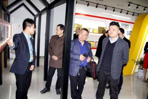 泰州市侨办、侨促会参观建华展厅