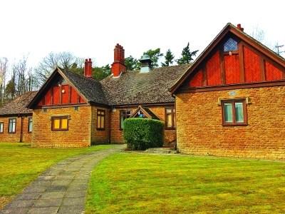 北大英国校区内英式田园建筑风格的教室。图片为林卫光摄/光明图片
