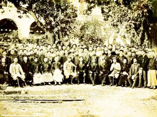 1912年孙中山到访福州时的合影,黄展云前排右2。