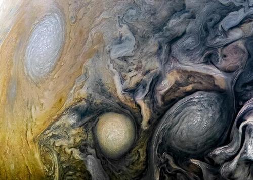 """""""朱诺""""号飞越木星 带来震撼画面"""