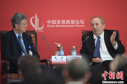 """3月24日,2018中国发展高层论坛经济峰会在北京举行""""新时代的中美关系""""分论坛。图为哈佛大学教授、前校长、美国前财政部长劳伦斯·萨默斯在分论坛中发言。 <a target='_blank' href='http://www.chinanews.com/'>中新社</a>记者 崔楠 摄"""