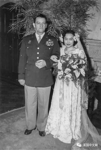 1947年12月21日,两人在上海虹桥美华村5号结婚。