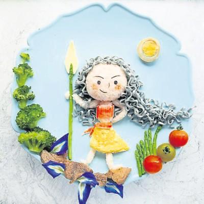 林美渲表示,莫娜是其女儿喜爱的卡通角色之一,因此特意制做了以莫娜为主体的创意餐点。(马来西亚《星洲日报》)