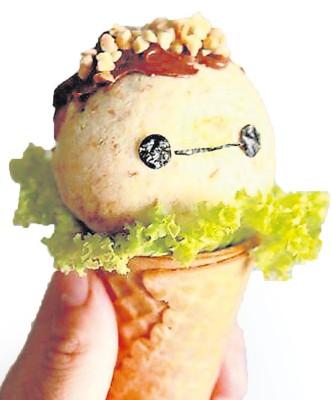 """林美渲最满意的其中一道作品是""""Baymax SandwichBall"""",是为孩子们准备的早餐,其精美的卖相吸引众多网友的好评。(马来西亚《星洲日报》)"""