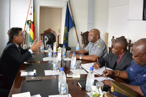 津巴布韦中国公民频遭抢劫 中使馆吁警方加强治安