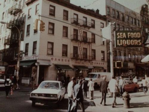 1984年勿街55号拐角处。(陈翠兰提供)