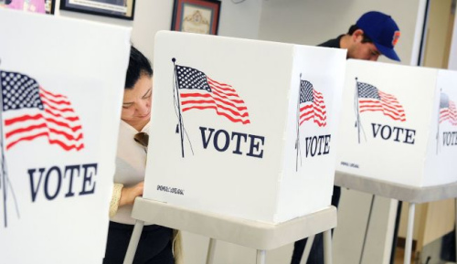 华人选民必须提高投票率,是获得政治人物重视的基本条件。(美国《世界日报》援引《洛杉矶时报》图片)