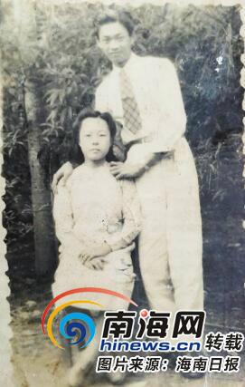 1950年,陈行龙与新婚妻子符若兰在海南合影。