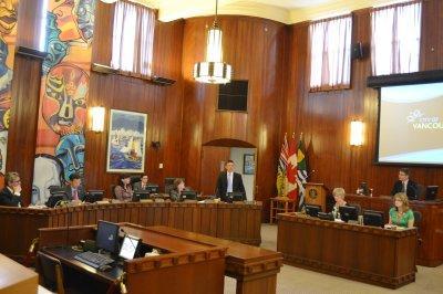 雷健华提出的研究歧视华人动议,2014年5月27日在温市议会一致通过。(加拿大《世界日报》/温哥华市府提供)