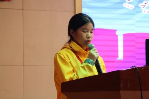 泰国崇华新生华立学校学生李心洁发言。