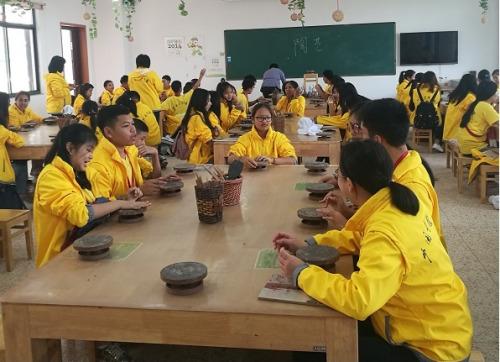 营员们体验了制茶、品茶和陶艺等传统文化活动