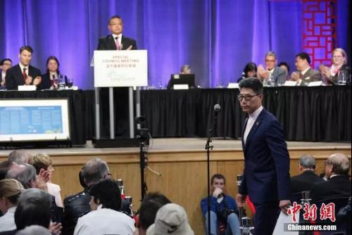 温哥华中华会馆理事长姚崇英(侧身者)作为华社代表发言,对当局的道歉作出回应。<a target='_blank' href='http://www-chinanews-com.headphonebleed.com/'>中新社</a>记者 余瑞冬 摄