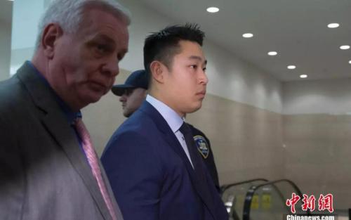 梁彼得走进法庭。 /p中新社记者 廖攀 摄