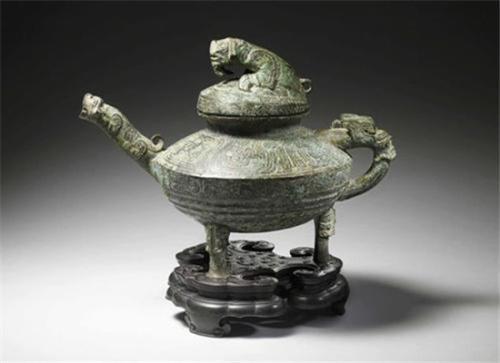 """西周时期的稀有青铜器""""虎鎣""""在英国肯特郡拍卖。(英国《华闻周刊》资料图)"""
