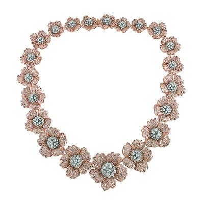 """在""""丝路瑰宝""""中欧珠宝文化深圳展上展出的珠宝。"""