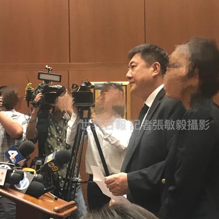 纪欣然父亲在法庭上流泪发言。(美国《世界日报》档案图片)