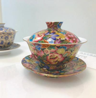 """在伦敦手工艺周""""技艺中国""""展上展出的富有中国特色的手工艺品。   本报记者 强 薇摄"""