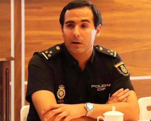 西班牙国家警察信息犯罪处打击电信诈骗组组长恩里克·埃尔南德斯警官。