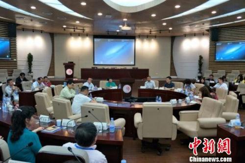 """来自日本、泰国、马来西亚等13个国家和地区的60多名新侨代表、海外华人社团中青年骨干参加""""一带一路""""与海外华人发展研修班。 沈逸婷 摄"""