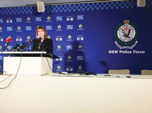 负责该案的新州警司豪利特在新闻发布会上。(图片来源:澳洲新快网)