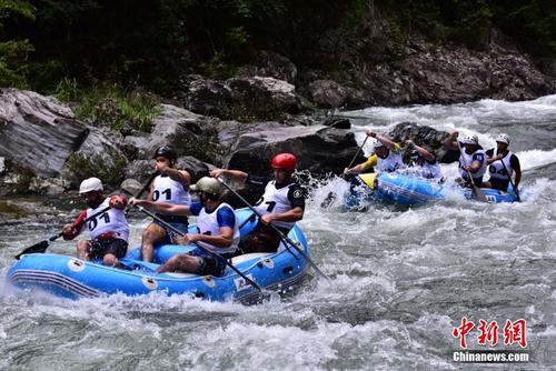 """十六国选手在桂林竞逐漂流""""世界杯"""""""