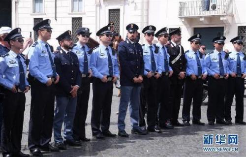 2018年5月28日,在意大利罗马,中国和意大利警员出席中意警方第三次在意联合巡逻启动仪式。新华社发(阿尔贝托·林格里亚摄)