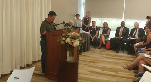 章莹颖父亲章荣高在记者会上。图片来源:美国中文网