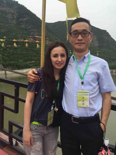 元朝辉与阿妮塔彼此扶持,从了跨境电商起步创业。(图片来历:受访者供图)