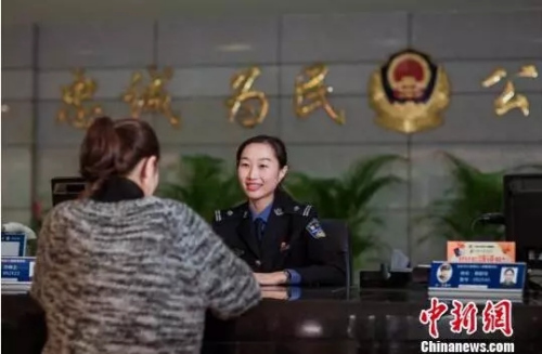 """广东警方全面实行办理出入境证件""""只跑一次""""制度"""