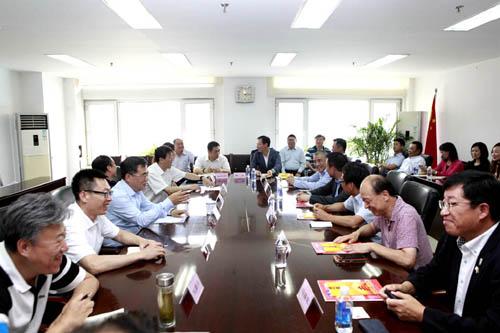 市政府侨办主任刘春锋致辞