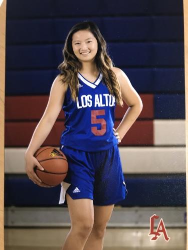 廖思婷自中学开始担任学校篮球校队的队长。(美国《世界日报》/廖妈妈提供)