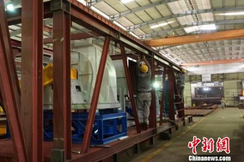 图为福建铁拓机械有限公司生产车间。 闫旭 摄