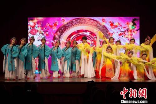 澳大利亚艺术团表演的《京剧舞韵》。 王晓童 摄