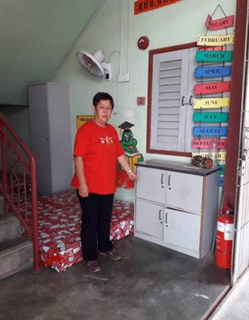 祝桂莲指目前阅读空间内的书橱和书量均不足,欢迎大家捐赠二手物品。(马来西亚《星洲日报》)