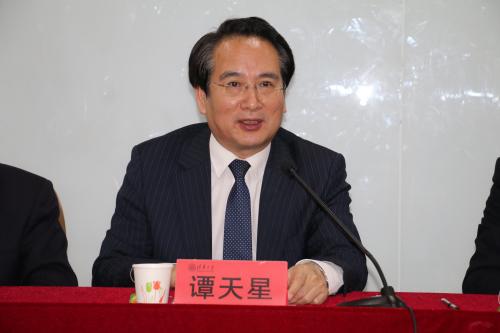 中央统战部副部长谭天星出席中国侨商投资企业协会专题研修班开班式并讲话。