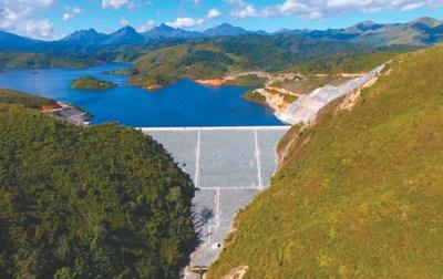 位于老挝赛松本省崇山峻岭中的南湃水电站。