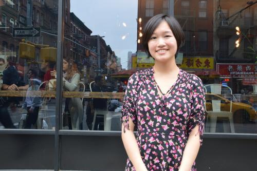 为让更多华裔有文化认同感,匡灵秀著书,让华裔了解祖籍国文化。(美国《世界日报》/牟兰 摄)