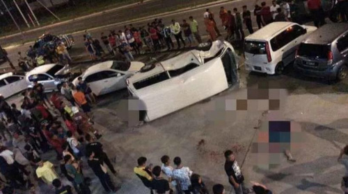 马来西亚沙巴州斗湖张天文路当地时间8日凌晨发生一起严重车祸,导致4名华裔青年死亡,1名华裔青年重伤。(图片来源:马来西亚星洲网)