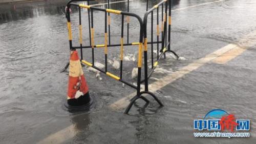 截至11日12:30,成都市各井盖管理部门及单位共计维护问题井盖124座,设置安全警示标志111个。 成都市城管委 摄