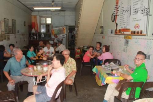 当年茶室盛况。(马来西亚《星洲日报》)
