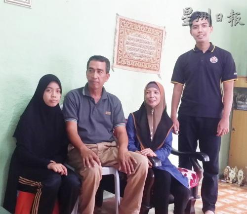 李永纳(右起)感谢双亲及妹妹给予的支持及陪伴。(马来西亚《星洲日报》)