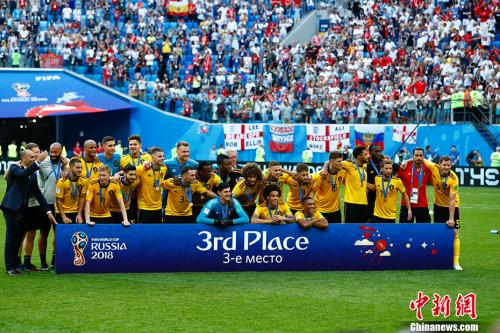比利时获得历史突破第三名,队员共同合影。 <a target='_blank' href='http://www.chinanews.com/'>中新社</a>记者 富田 摄