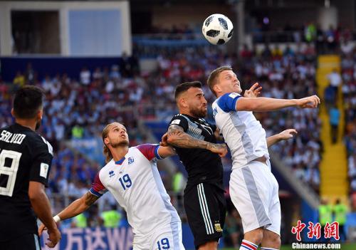 冰岛队在比赛中。<a target='_blank' href='http://www.chinanews.com/'>中新社</a>记者 毛建军 摄