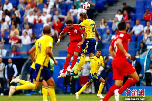英格兰队以2:0战胜瑞典队,在下半区率先晋级半决赛。 <a target='_blank' href='http://www.chinanews.com/'>中新社</a>记者 富田 摄