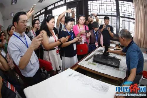中国馆的手工制作过程
